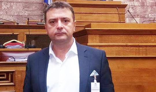 Bllokohen lejet e qëndrimit për mijëra emigrantë në Greqi