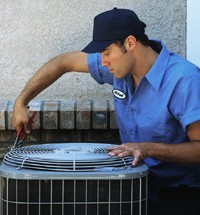 technician-working-on-ac