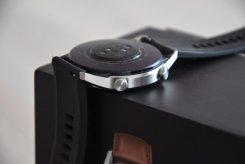 Huawei Watch GT2 przyciski (2) / fot. techManiaK