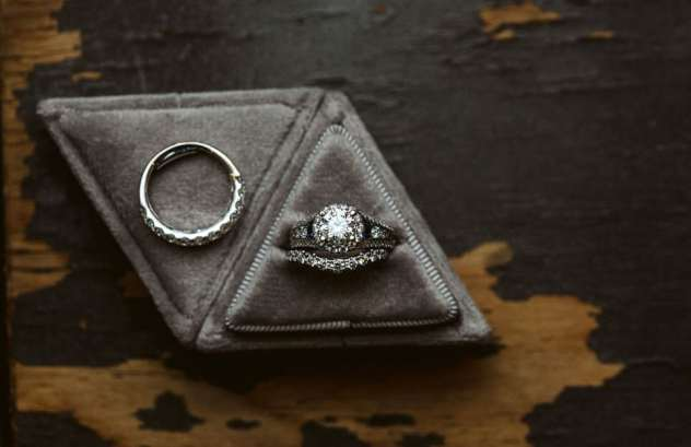 triangle ring box woodland meadow farms snohomish wedding ring photo seattle photographer