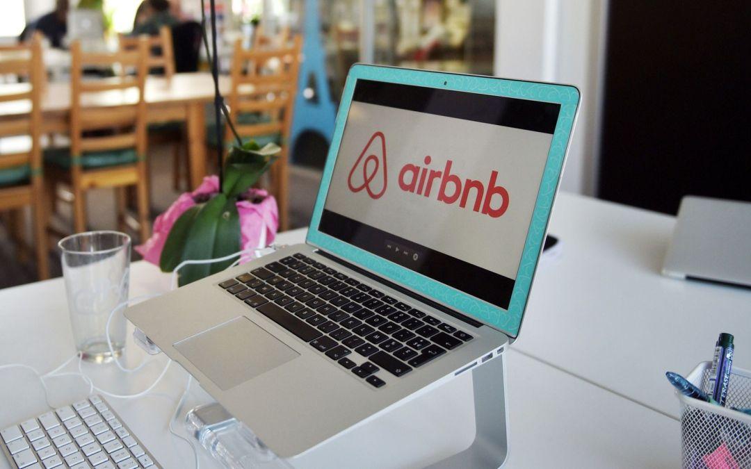 Booking e Airbnb si rinnovano: via libera al turismo ad alto impatto sociale