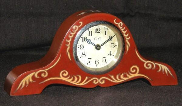 東洋時計/赤漆塗り木製筐體小形置き時計