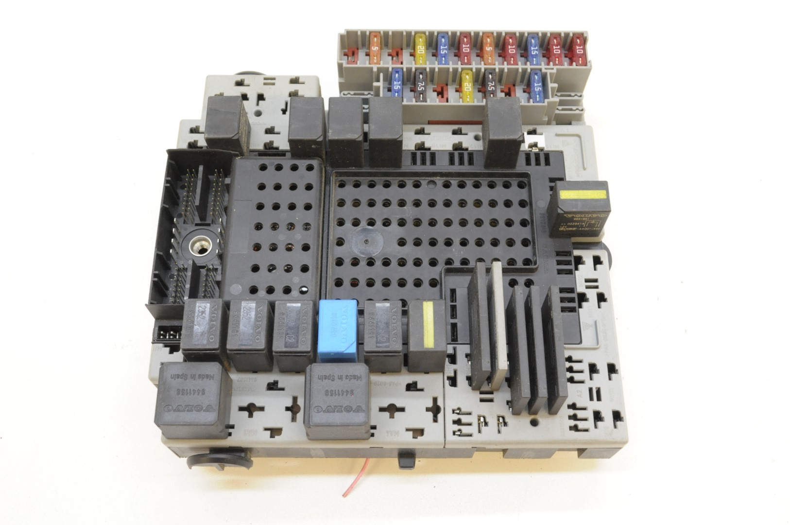 hight resolution of details about volvo xc90 2 8 t6 2003 rhd relay fuse box module board 08679899