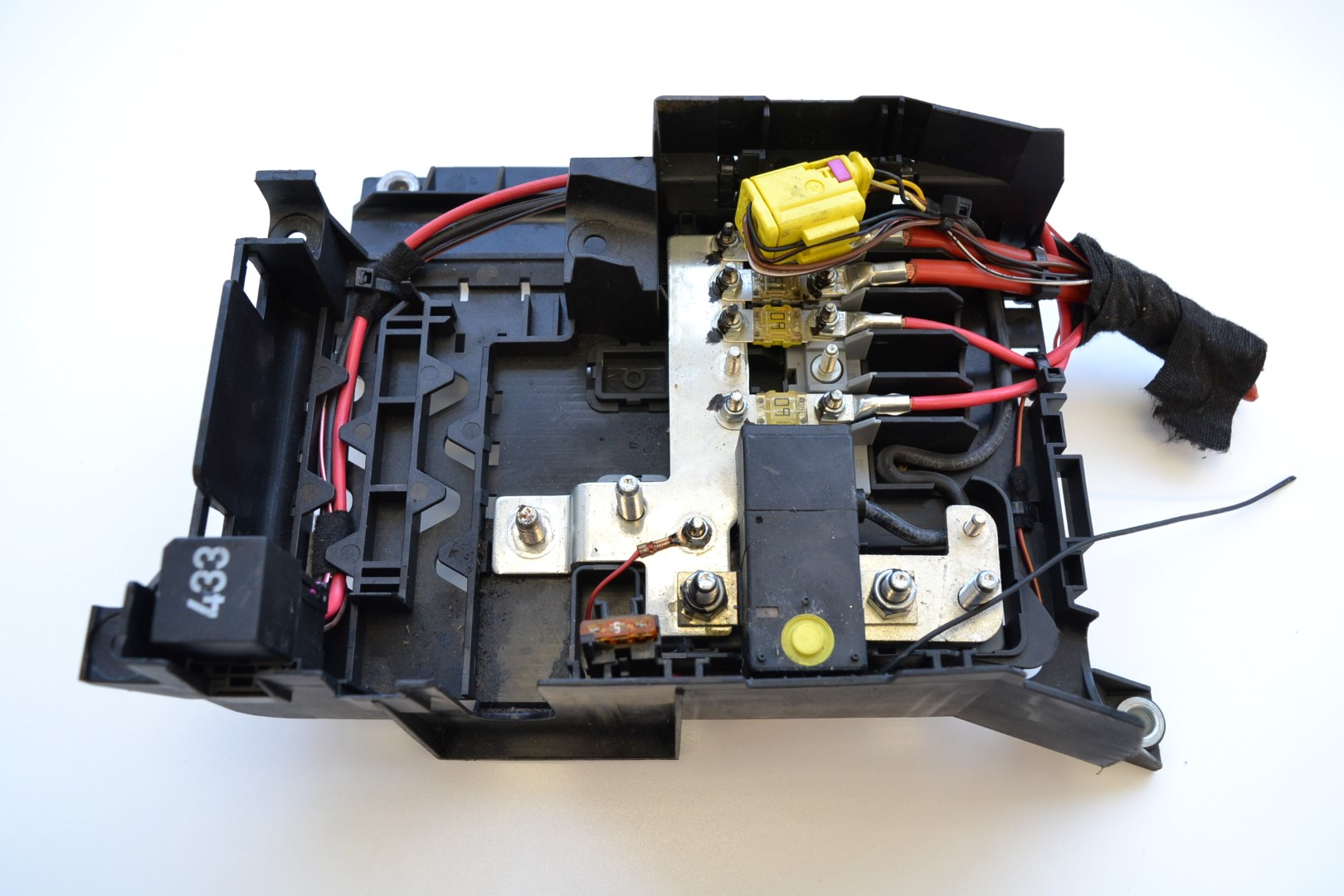 hight resolution of details about volkswagen vw touareg 2 5 r5 tdi 2006 rhd main fuse box engine bay 7l0937548