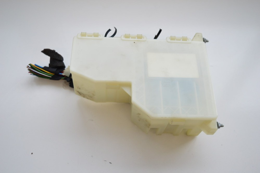 medium resolution of land rover freelander 2009 rhd fuse box with housing cover 6g9t14c507