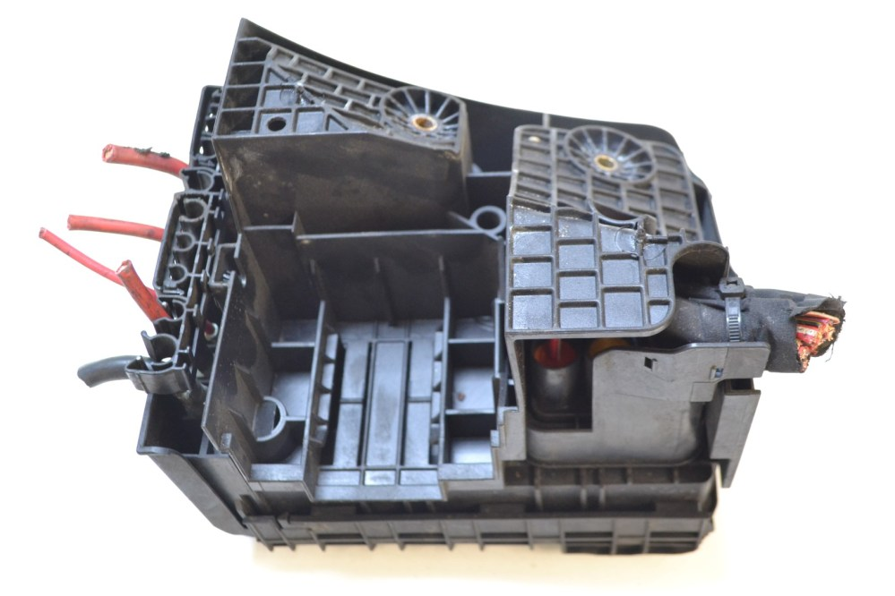 medium resolution of details about vw golf mk5 1 9 tdi 2006 rhd relay fuse box with cover lid 1k0937132