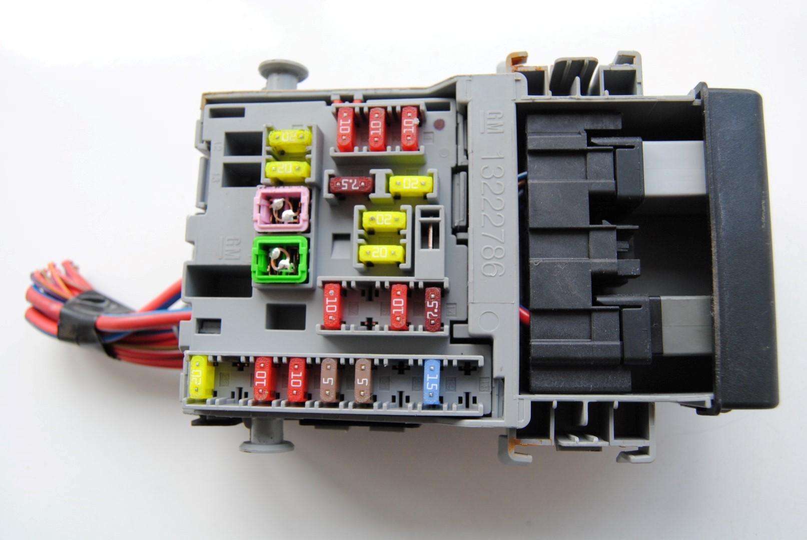 hight resolution of 2013 opel astra j 1 4 rhd interior relay fuse box unit module 13222786