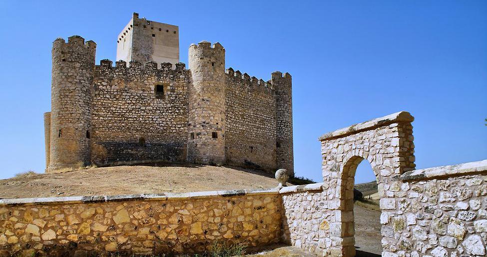 El Castillo de Embid estrenar iluminacin exterior el prximo sbado  Guada News