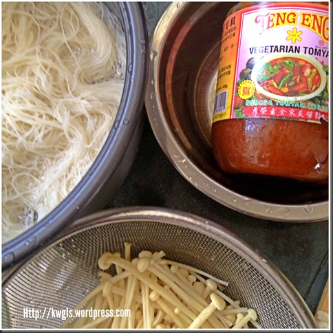 """Come, Lets Have A """"Soaked"""" Rice Vermicelli Dish–Vegetarian Fried Tom Yam Bee Hoon (素炒东炎炒米粉)"""