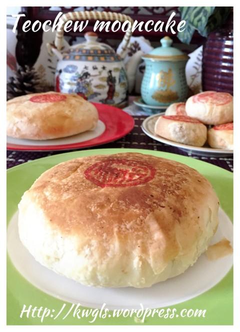 Mei Cai Mooncake (梅菜酥皮月饼)