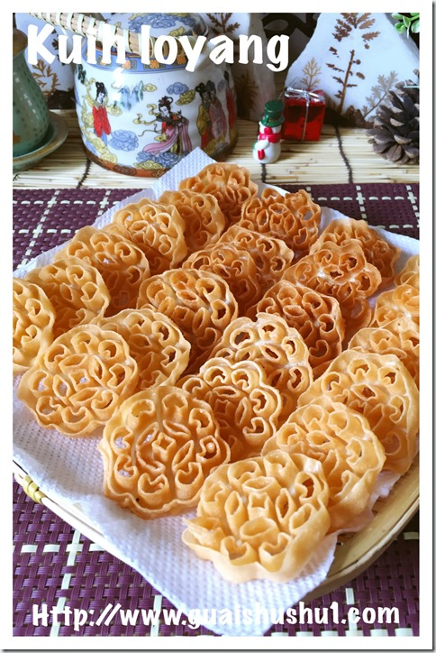 Traditional Flower Moulded Chinese New Year Snack–Honeycomb cookies, Kuih Loyang aka Kuih Ros (蜂巢饼或糖环)