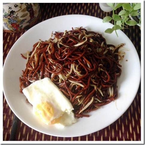 Sarawak Sweet Taugeh or Beansprout Noodles (砂朥越豆芽炒面)