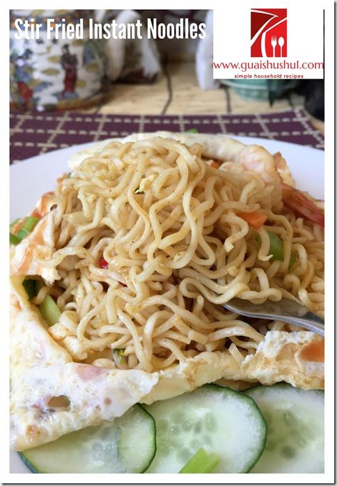 Stir Fried Instant Noodles aka Mee Goreng Maggie (杂炒快熟面)