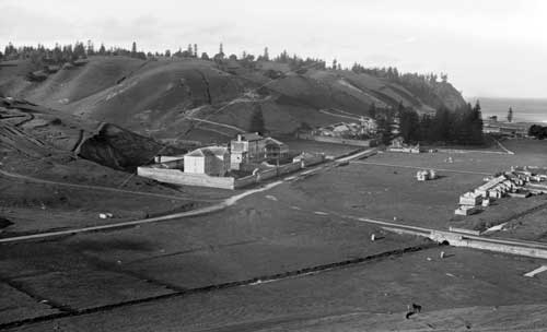 Kingston, Norfolk Island, c. 1884-1917. Photo from Tyrrell Photographic Collection, Powerhouse Museum, courtesy of Wikimedia Commons.