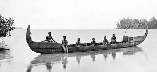 Native canoe, Marau Sound, Solomon Islands, 1908. Photo by George Brown, D.D. courtesy of Wikimedia Commons.