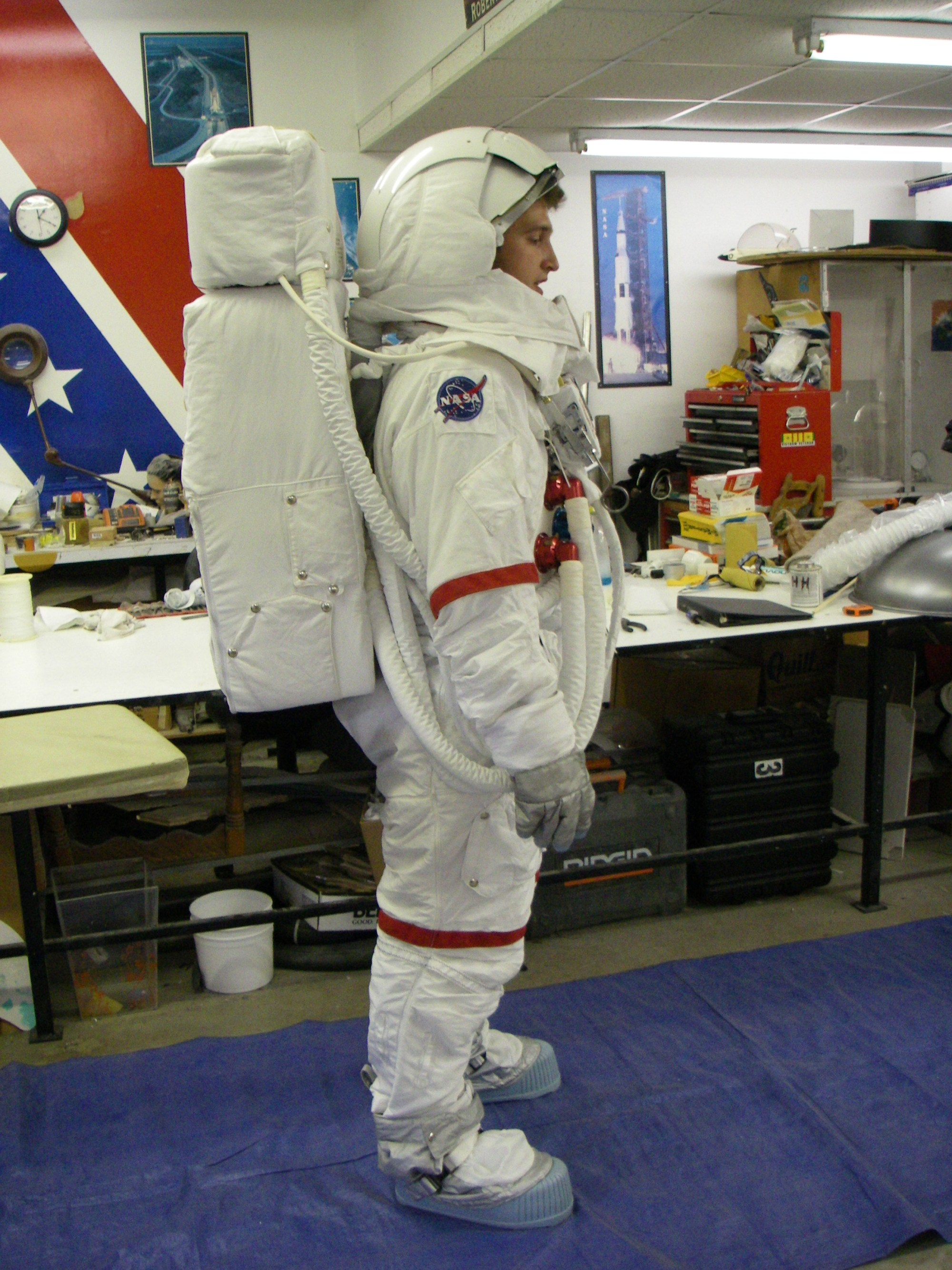 hight resolution of fact guard lee spacesuits can be found in displays at the smithsonian hamilton sundstrand and madame tussaud s wax museum