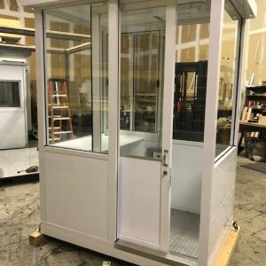 Guard Shack 4 x 6 White-Sliding door