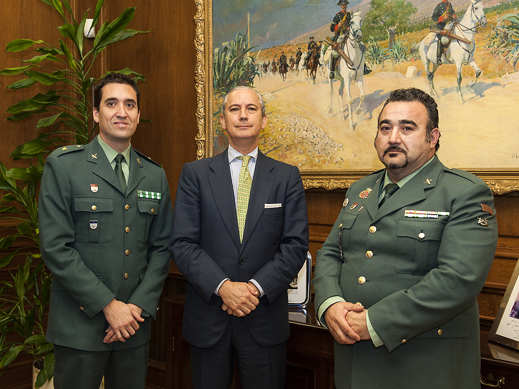"El Director General de la Guardia Civil recibe en audiencia al Guardia Civil Angel Pablo Avilés, autor del libro ""X1Red + segura"""