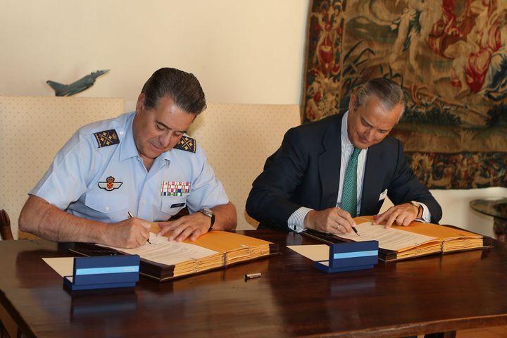 La Guardia Civil y el Ejército del Aire firman un convenio para la utilización temporal de instalaciones e infraestructuras y para la construcción de una calle de rodaje