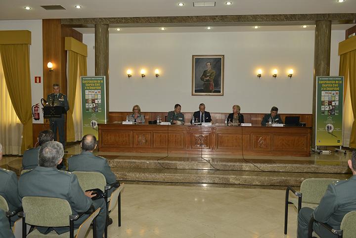 """Arsenio Fernández de Mesa  ha inaugurado el XXV Seminario Duque de Ahumanda """"Contribución de la Guardia Civil a la seguridad"""""""