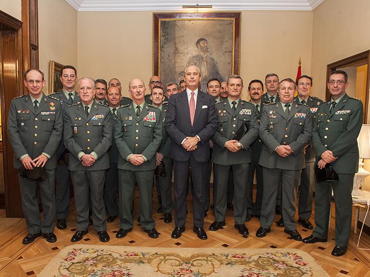 """El Director General recibe a los Coroneles que están cursando el """"XVII Curso de Actualización para el desempeño de los cometidos de General de Brigada/Contralmirante"""""""