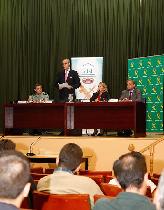 El Director General de la Guardia Civil, Arsenio Fernández de Mesa, inaugura el II Seminario de Inteligencia y Seguridad