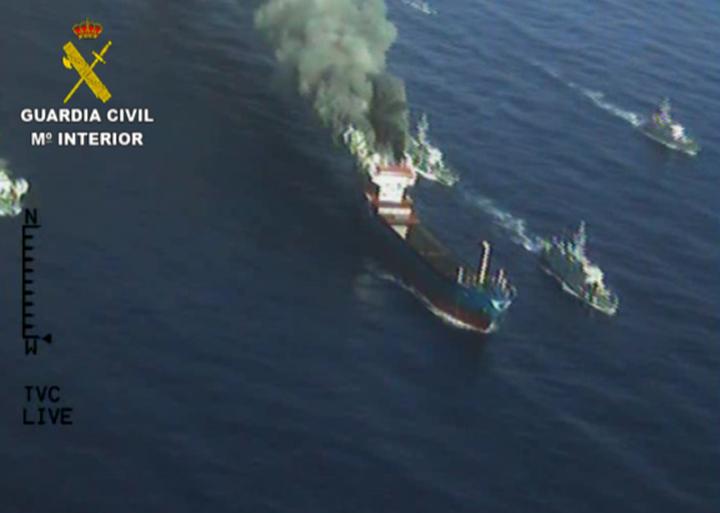 Interceptado en Italia un buque cargado con más de 30 toneladas de hachís que la tripulación intentó destruir