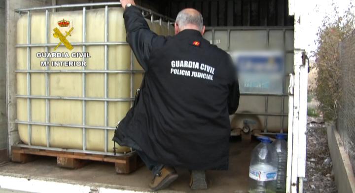 La Guardia Civil detiene a 16 personas que perforaban oleoductos para robar combustible