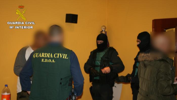 La Guardia Civil desarticula una organización internacional dedicada al cobro de deudas de empresarios mediante violencia