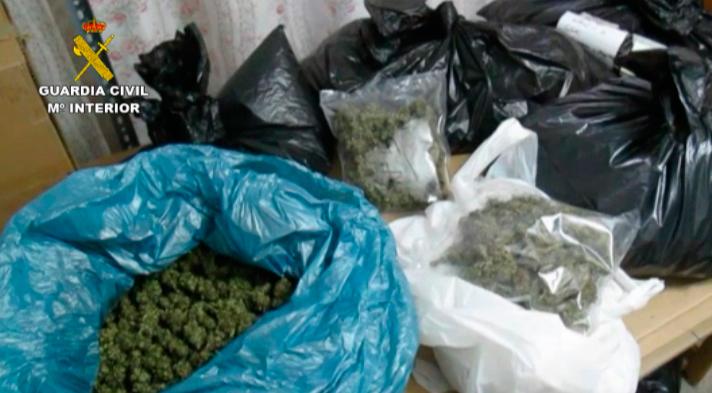 La Guardia Civil detiene a 13 integrantes de un grupo organizado dedicado al tráfico de drogas en Extremadura y Europa