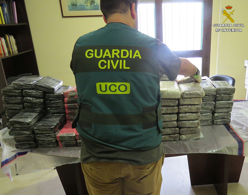 La Guardia Civil interviene 127 kilos de cocaína en el Buque Escuela Juan Sebastián Elcano