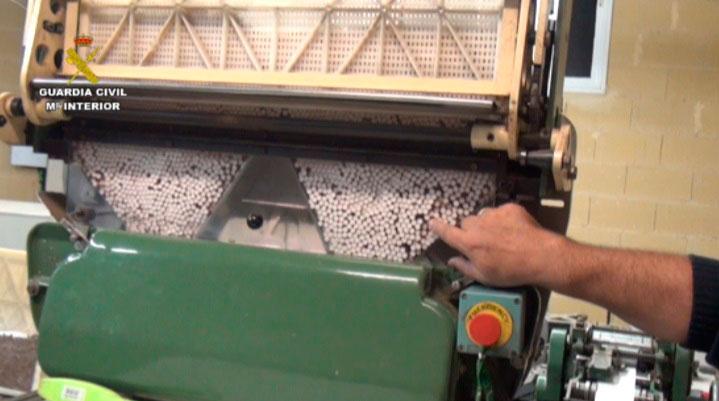 La Guardia Civil desmantela la mayor fábrica de tabaco clandestina de España