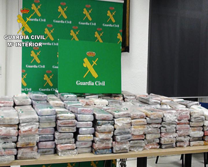 La Guardia Civil interviene 465 kilos de cocaína en una embarcación