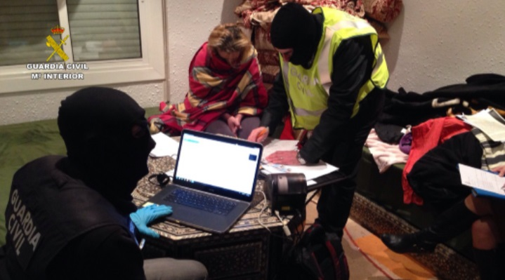 La Guardia Civil detiene a cuatro personas en Badalona (Barcelona) por su relación con una red de envío de yihadistas a Siria