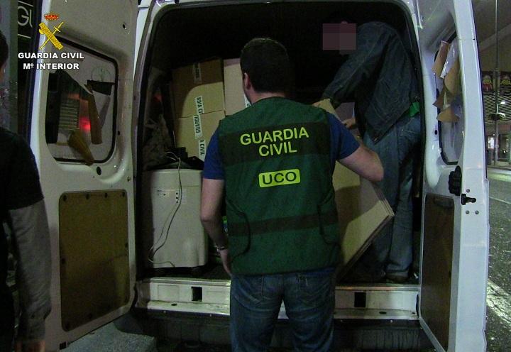 """Detenidos 11 integrantes de una organización dedicada al  fraude de mensajería """"Premium"""" de España"""