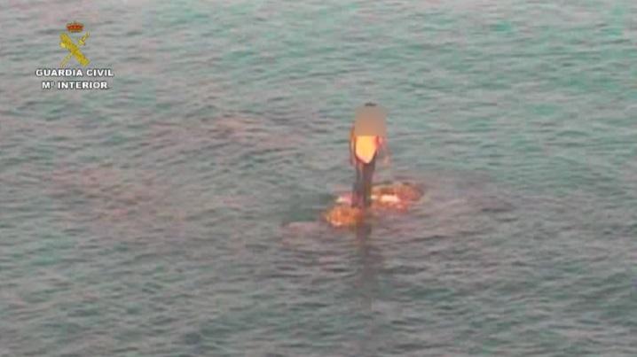 Guardia Civil y autoridades marroquíes salvan en una actuación conjunta a un subsahariano de perecer ahogado