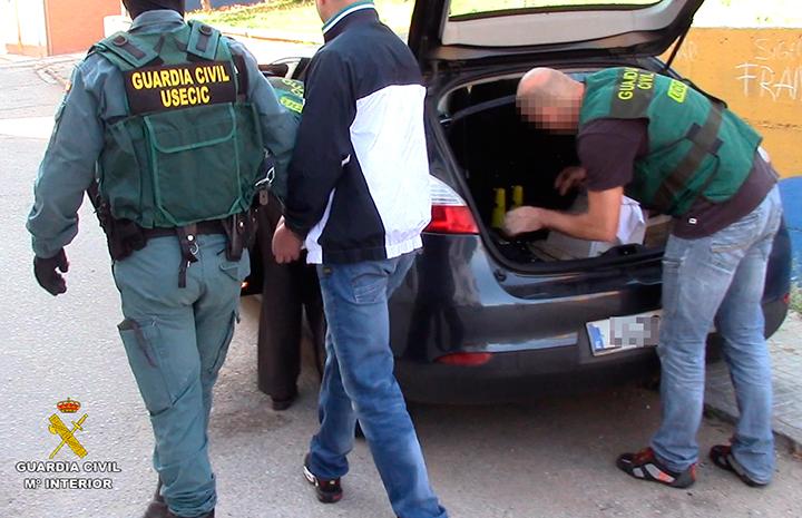 La Guardia Civil desarticula una organización  de tráfico de hachís y de seres humanos