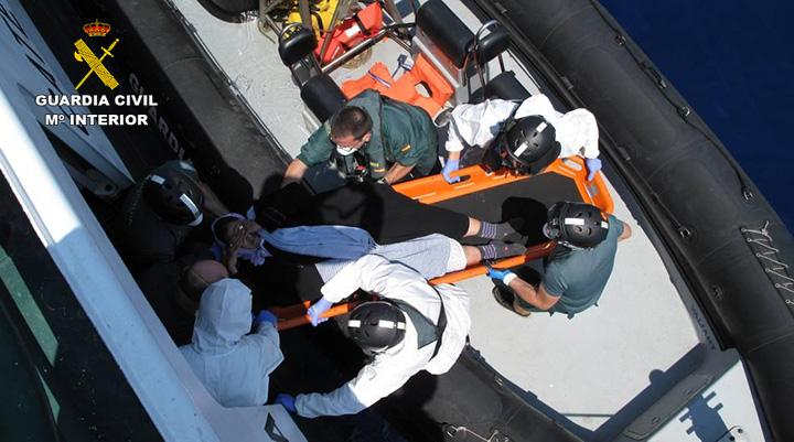 La Guardia Civil junto a la Border Force británica rescatan a 589 inmigrantes en aguas italianas al sur de la isla de Lampedusa