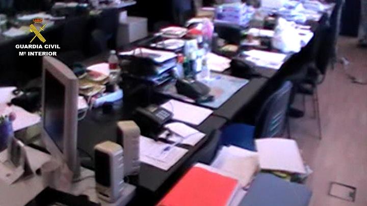 La Guardia Civil detiene a cuatro personas por ofertar la inserción de publicidad en una revista inexistente