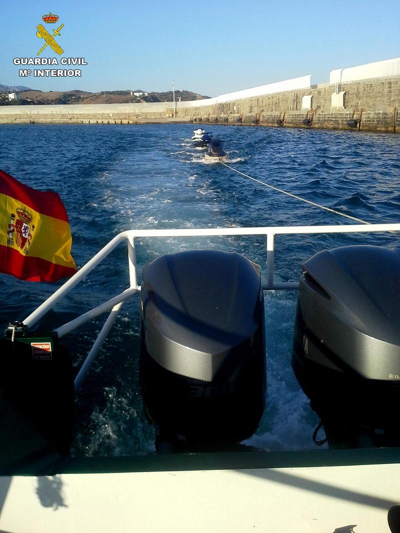 La Guardia Civil detiene durante el mes de agosto en Tarifa a quince personas por transportar a inmigrantes en motos de agua