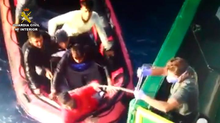 Culminadas las Operaciones Indalo y Hera 2015, lideradas por la Guardia Civil, con el rescate de 3817 inmigrantes irregulares, la detención de 21 traficantes de personas y la incautación de más de 54.000 kilos de hachís