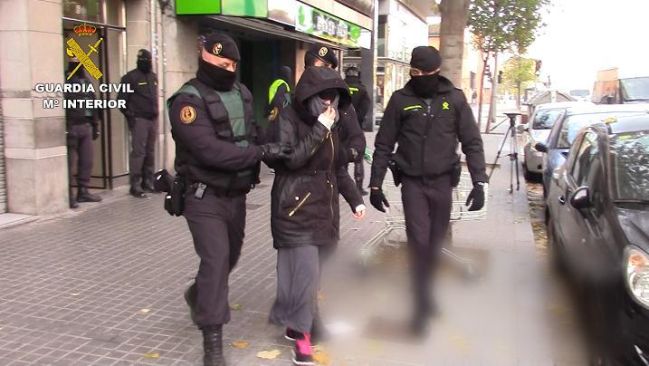 Los detenidos por la Guardia Civil en Barcelona y Granollers llevaban a cabo una intensa labor de radicalización en nombre del DAESH a través de Internet
