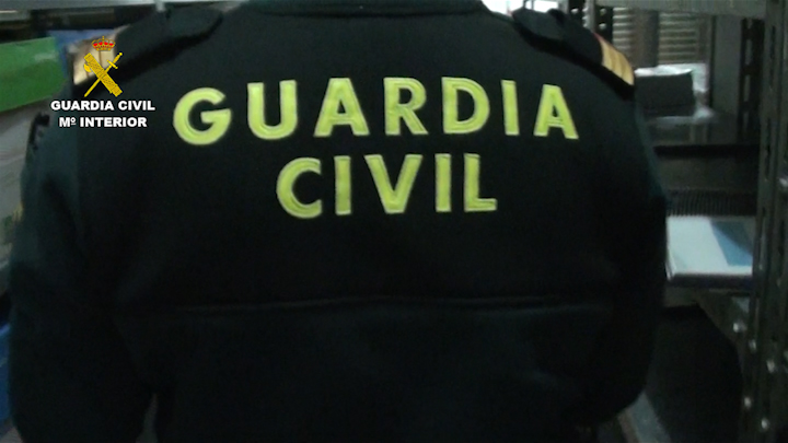 La Guardia Civil interviene en un almacén cerca de 3.000 armas prohibidas
