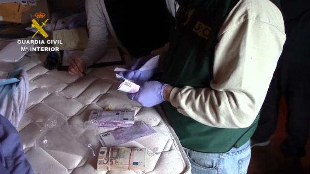 La Guardia Civil desarticula una red de narcotráfico que empleaba helicópteros para introducir hachís en España