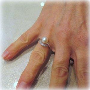 Anello perla in oro bianco 18 ct e zirconi