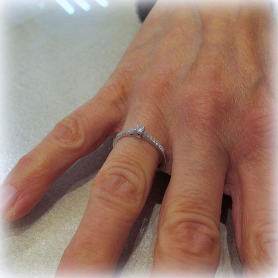 anello solitario in oro 18 ct diamanti