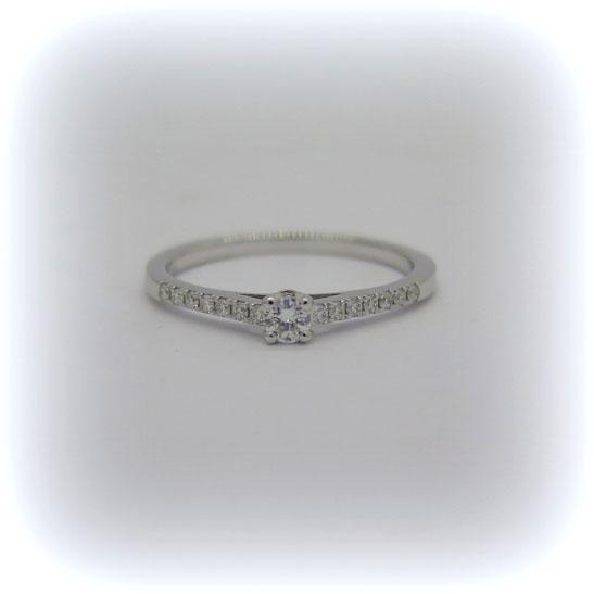 anello solitario in oro 18 ct e diamanti