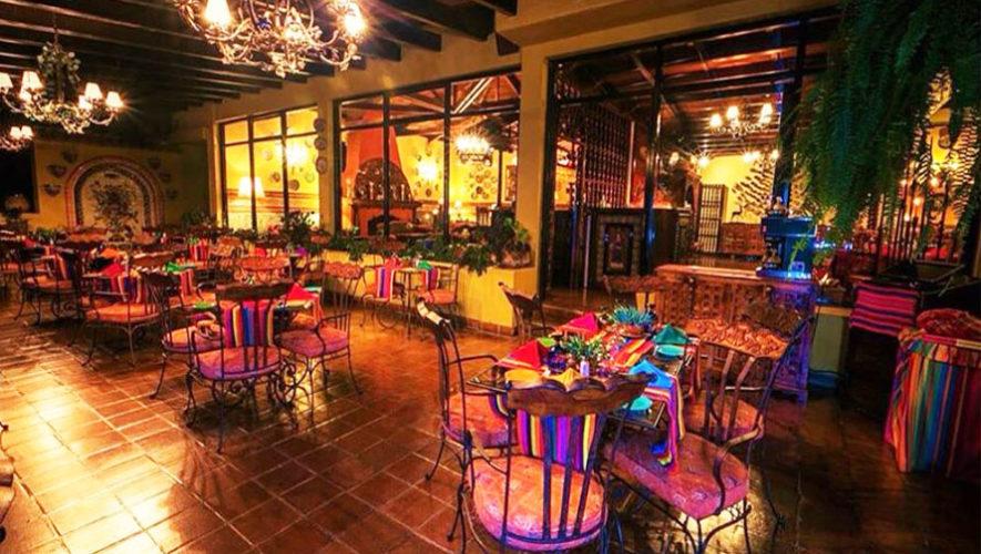 Restaurante Atitln vista panormica y mesas al aire