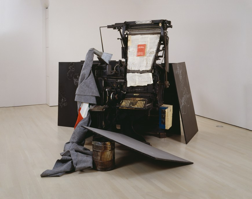 Joseph Beuys, Terremoto, 1981. Typesetting machine with fat, Italian flag wrapped in felt, chalk on nine blackboards, metal container with fat and lead type, recorder with cassette, and printed brochure, 6 feet 8 inches x 12 feet 5 3/4 inches x 16 feet 1 inches (203.2 x 349.9 x 490.2 cm)