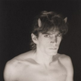 Robert Mapplethorpe, Self Portrait, 1985. Platinum-palladium print, image: 19 5/16 x 19 5/8 inches (49.1 x 49.8 cm); sheet: 25 13/16 x 22 1/4 inches (65.6 x 56.5 cm)